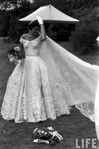 Style section goodbye to a fashion icon the medallion for Jackie kennedy wedding dress